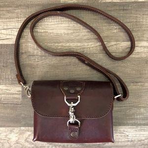 Saddleback Leather Clutch Crossbody in Chestnut